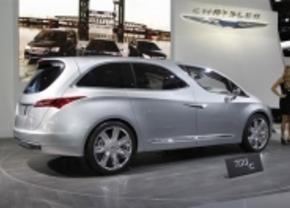 Live in Detroit: Chrysler 700c...