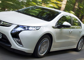 Opel Ampera en Chevrolet Volt winnen Car of the Year 2012
