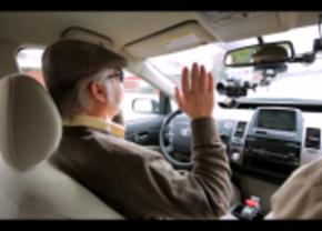 Blinde man rijdt in Google auto