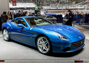 Live in Genève 2014: Ferrari California T is blauw