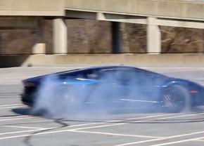 Lamborghini Aventador donut