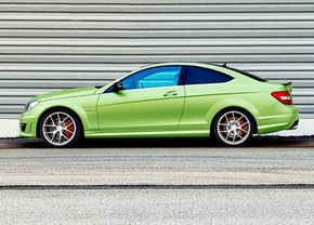 mercedes-viper-green-c63amg-2