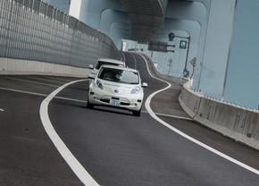 nissan-leaf-piloted-drive-1-0-concept_01