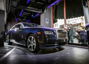 De Rolls Royce Wraith staat in Harrods (Londen)