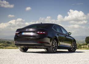 skoda-superb-2015-review-test_11_van_19