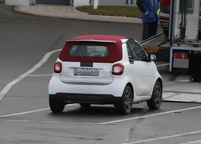 2016-smart-fortwo-cabrio-spied