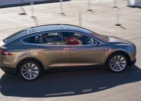 tesla-model-x-side-view-in-motion