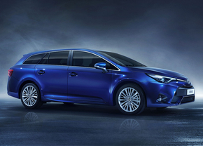 toyota-avensis-facelift-2015_1