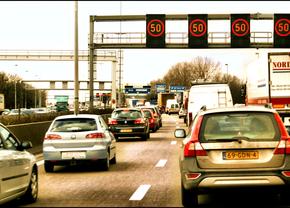 Intelligente flitspalen voor snelwegen