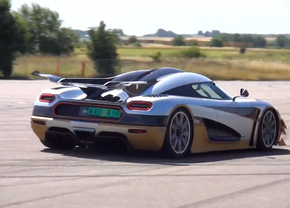 one-1-koenigsegg-driving