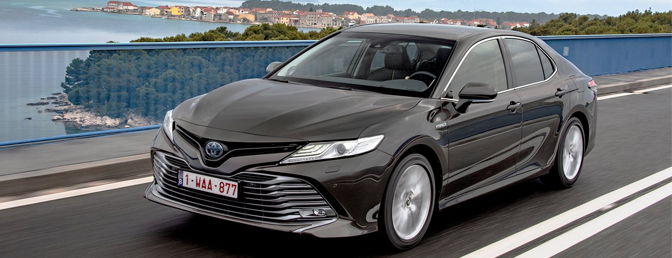 Toyota Camry rijtest review 2020 autofans